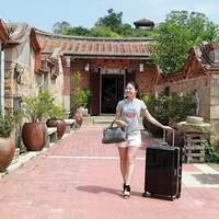 【行李箱推荐】日本LEGEND WALKER 6703N型宝贝轮秤重行李箱,轮子双弹簧避震,好推又静音,还内建行李秤